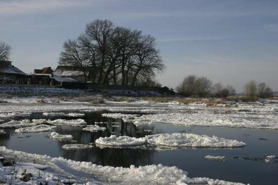 Eisgang-auf-der-Elbe